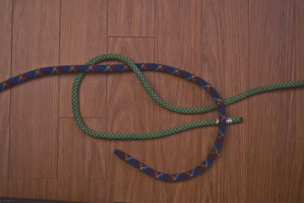 Troisième étape du noeud plat
