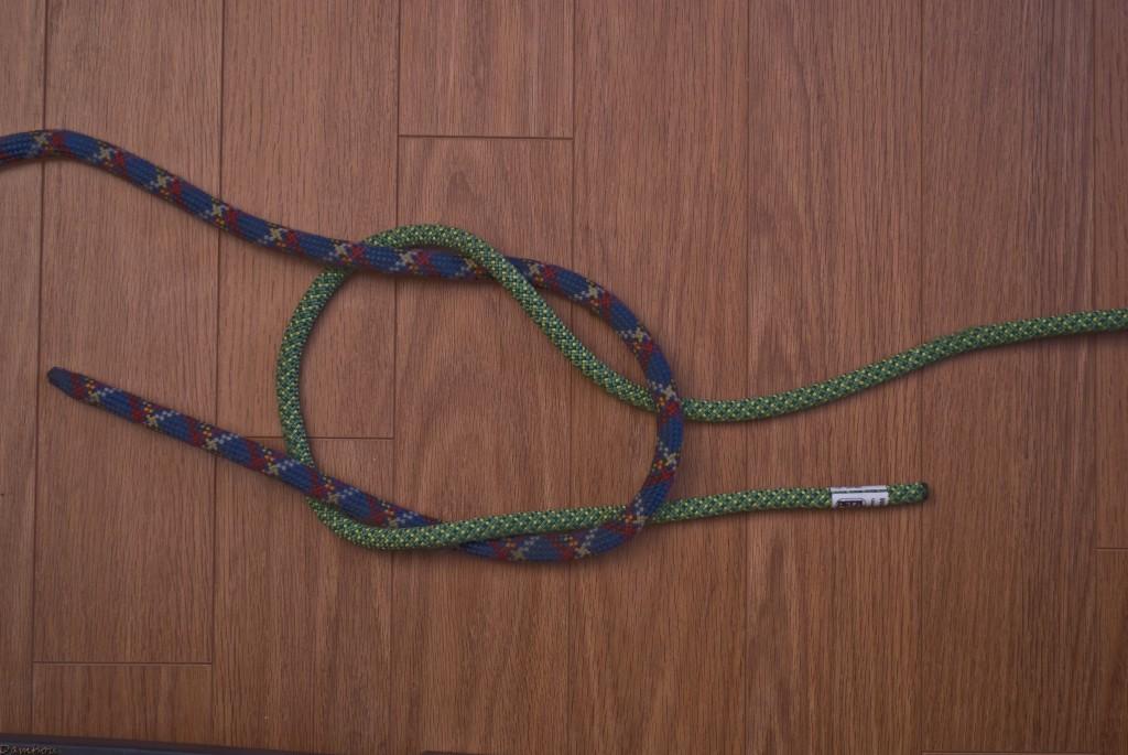 Quatrième étape du noeud plat