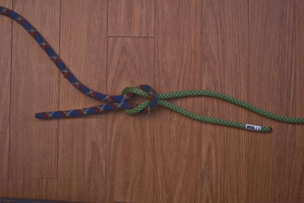 Cinquième étape du noeud plat
