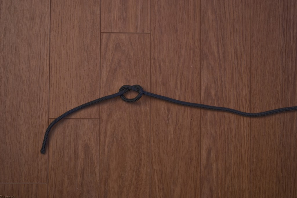 Troisième étape du noeud simple