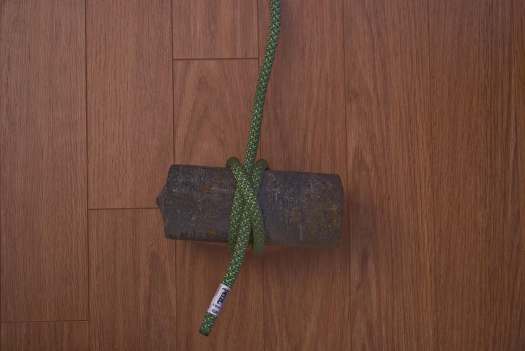 Quatrième étape du noeud de cabestan