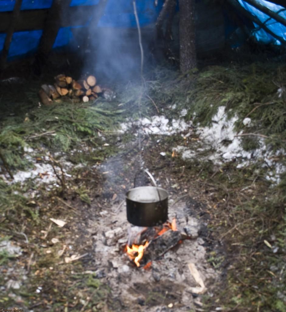 Feu camping d'hiver